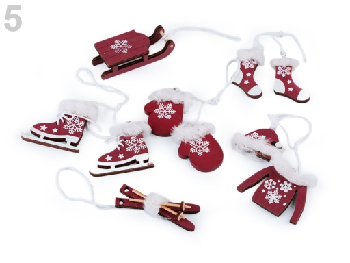 Vianočné dekorácie - sane, lyže, korčule, rukavice, čiapky, bundy, ponožky červená 6ks