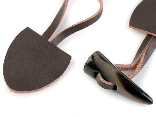 Dizajnové zapínanie kožené / roh čierna 5pár